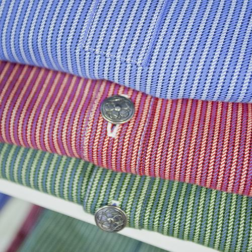 På Grinaker veves og sys busserullstoffet til de tradisjonelle skjortene fra 1928.