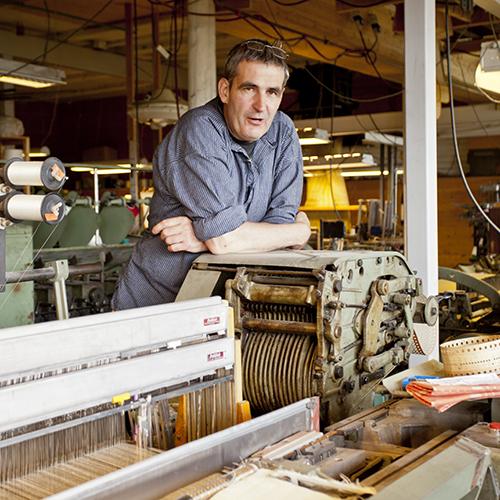 Jo har 16 maskinelle vever i låven. Til daglig veves det p���å fire til fem stykker samtidig.
