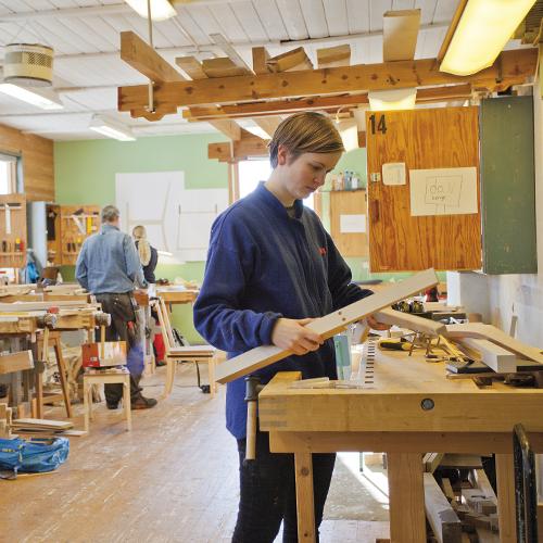Ida Nilsson er ferdig utdannet arkitekt. Hun synes det er flott å kunne jobbe med et  praktisk fag etter fire år på skolebenken i Oslo.