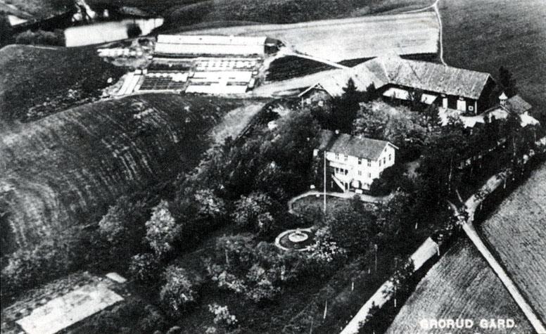 Grorud Gård og hageanlegget slik det var før. Fotografi på gammelt postkort. Foto: Oslo Museum