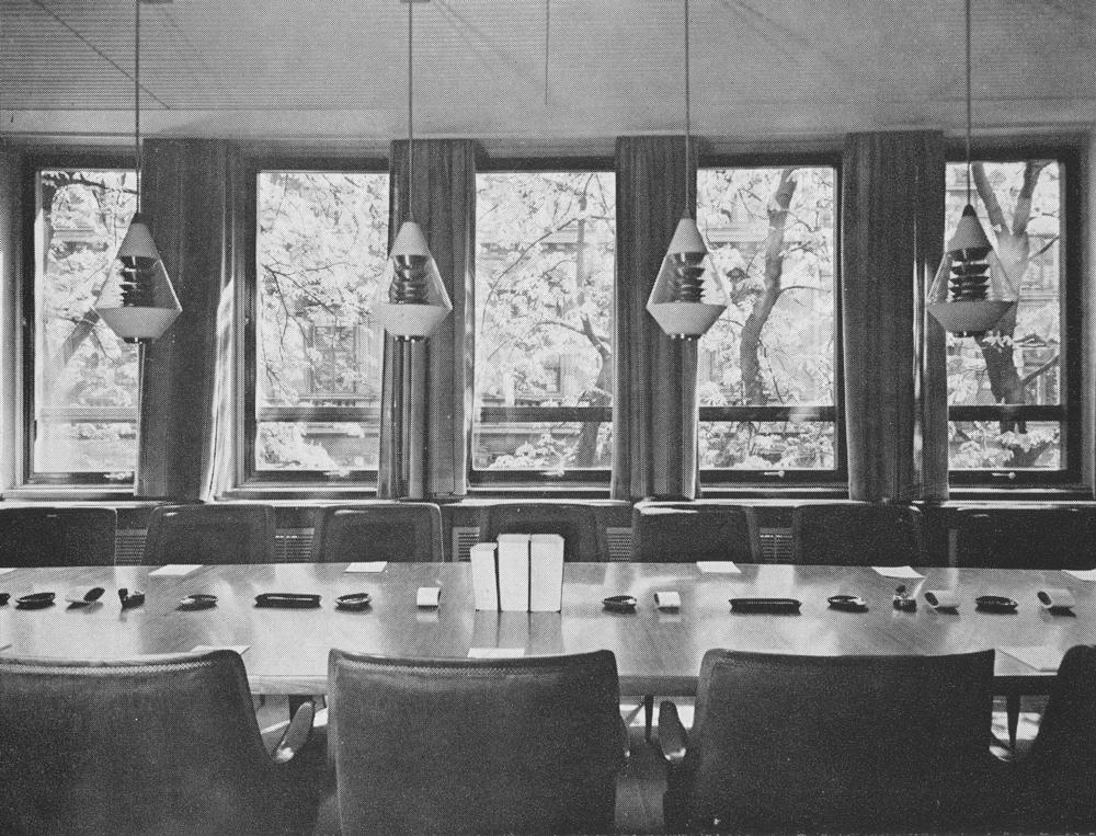 Takpendler i Statsrådsalen, tegnet til ombyggingen av Stortinget, som ble ferdigstilt i 1958.