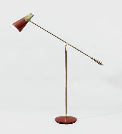 Gulvlampe i messing og lakkert alumini-um fra første halvdel av 1950-tallet. Sønnico modell modell S/20026. Foto: Utopia Retro Modern