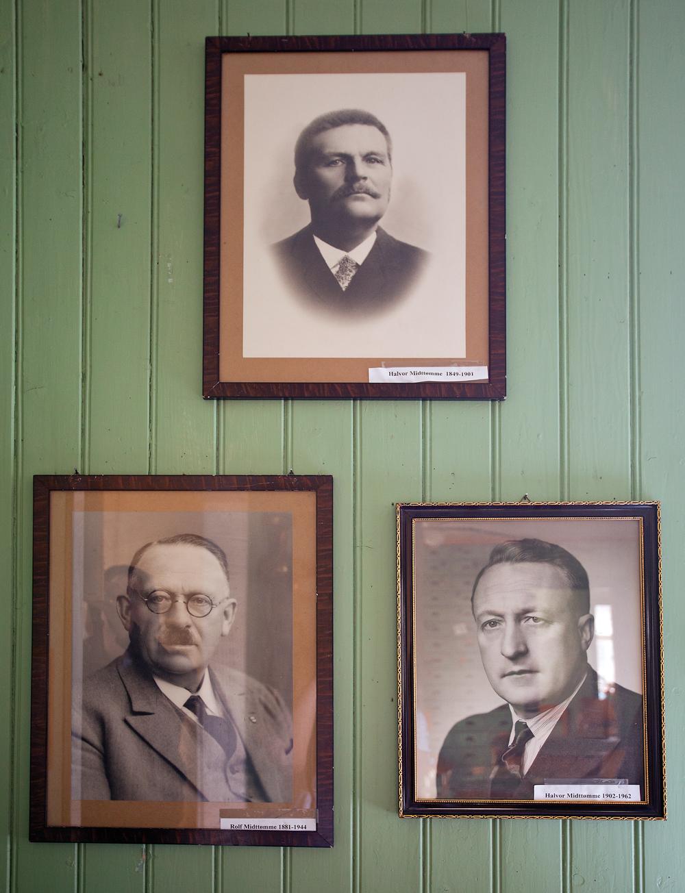 Tre generasjoner Midttømme på veggen.