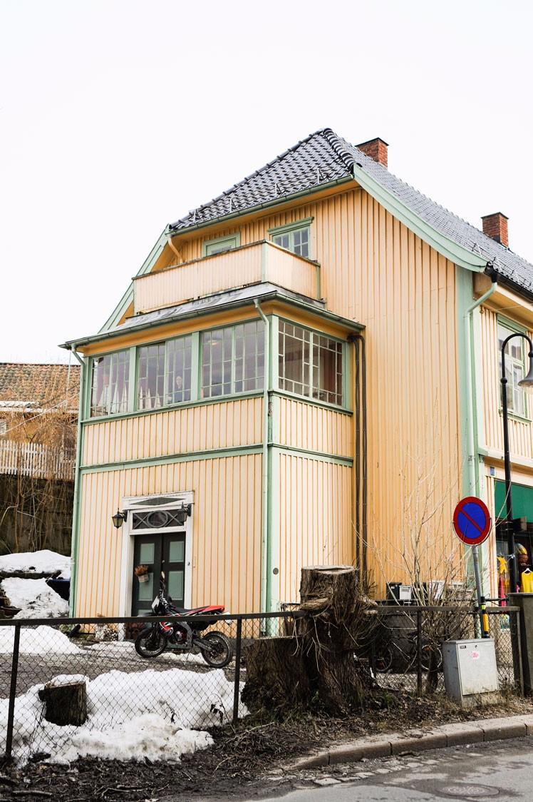 Glassveranda over flott inngangsparti Drøbak, Akershus.