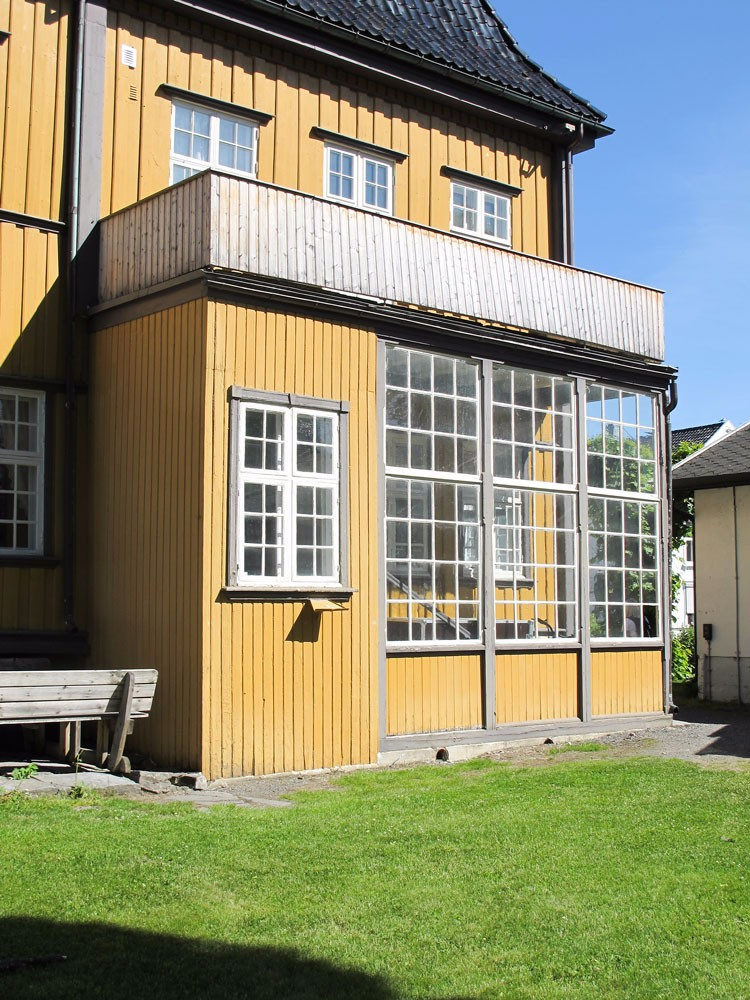 Bergseminaret, Kongsberg, Buskerud. Glassveranda trolig ca. 1900.