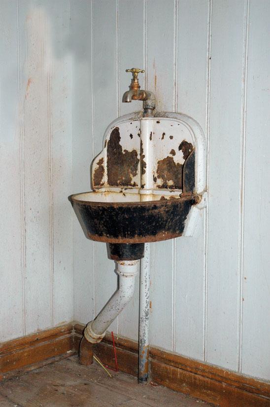 Utslagsvask fra omkring 1900. I privat eie. Arbeidet ble forenklet da man fikk innlagt vann på kjøkkenet.