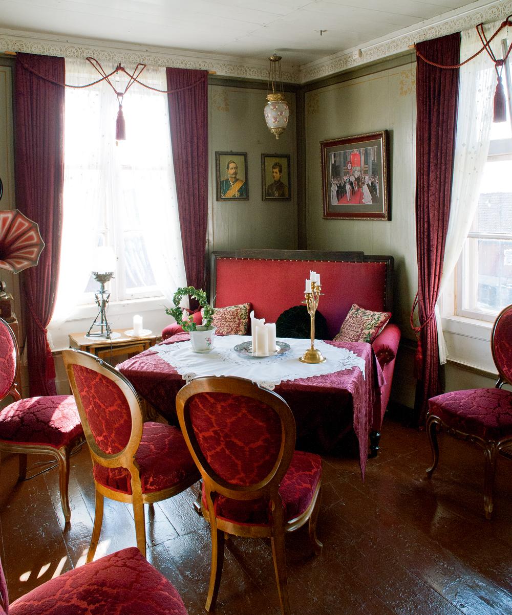 «Likørrommet« i føderådsbygningen, møblert som på slutten av 1800-tallet
