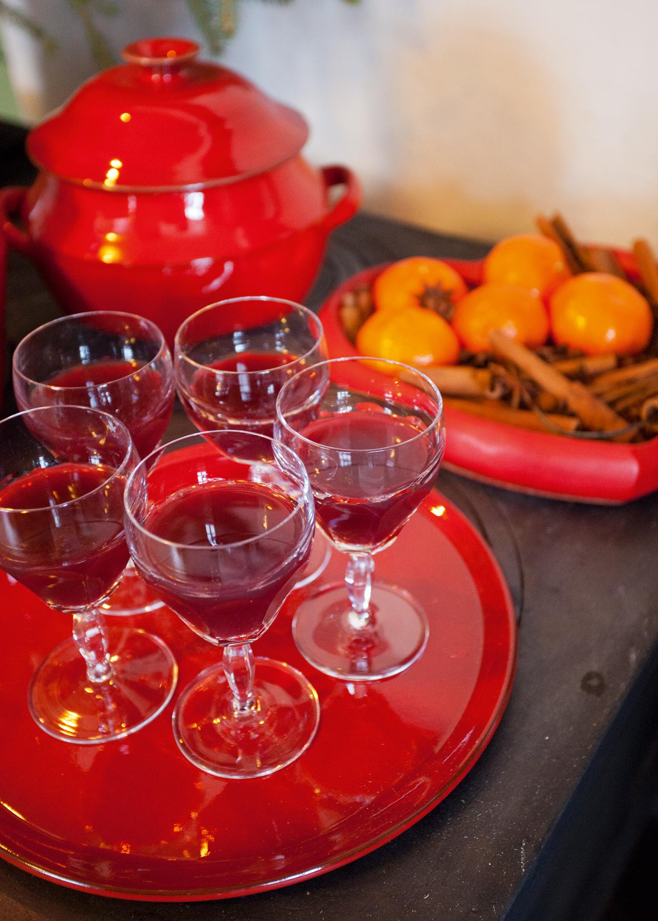 Brit serverer gjerne gjestene hjemmelaget bisp på kjøkkenet som en aperitiff i førjulstiden.