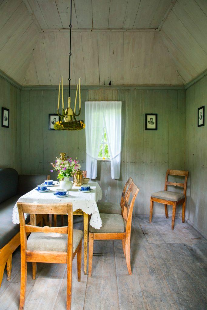 Innredningen av lysthuset er basert på skriftlige og muntlige kilder. Foto: KM Frøyset