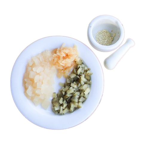 Her oppskåret sammen med ingefærsyltet gresskar, og i morter: finstøtt tørket ingefær (skjær den i småbiter først).