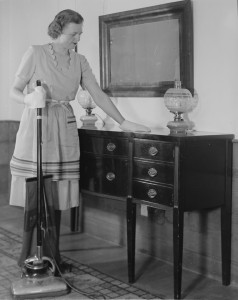 lossy-page1-476px-Woman_dusting_and_using_a_vacuum