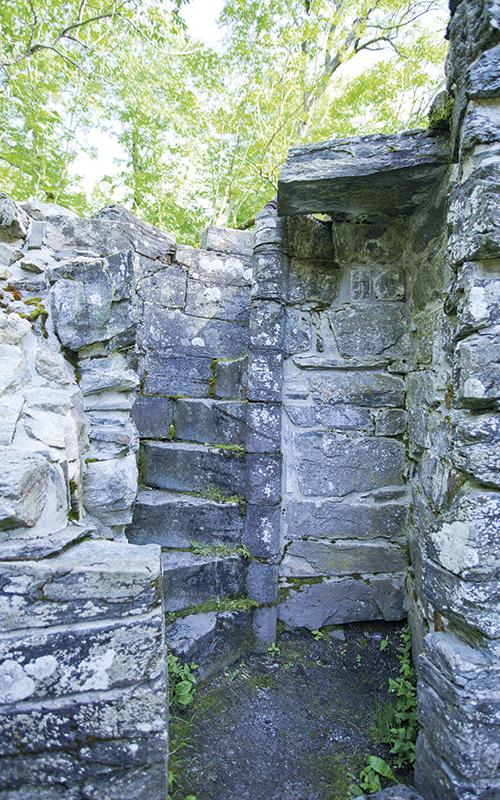Rester av en gammel vindeltrapp som førte opp til kirkens sentraltårn.