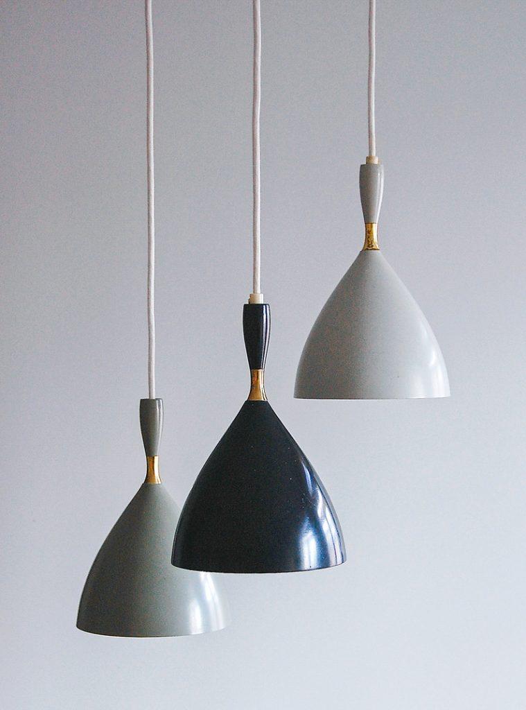 Takpendler i lakkert metall og messing, modell S/10053. Tildelt gullmedalje ved Triennalen i Milano i 1954. Modellen ble gjerne kalt Jenta. Produseres i dag av Northern Lighting under navnet Dokka