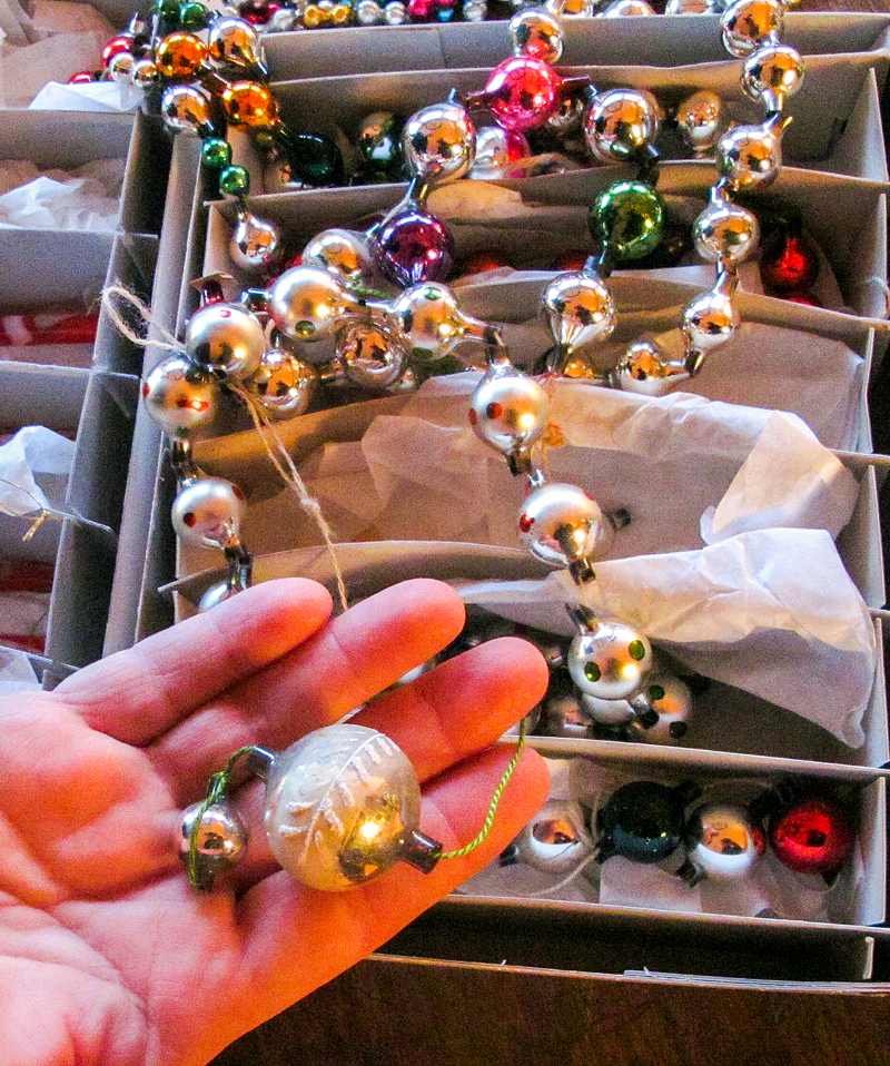 Gro har også en god del lenker laget av små glasskuler. Disse var vanlige fra første halvdel av 1900-tallet og finnes i mange ulike variasjoner.