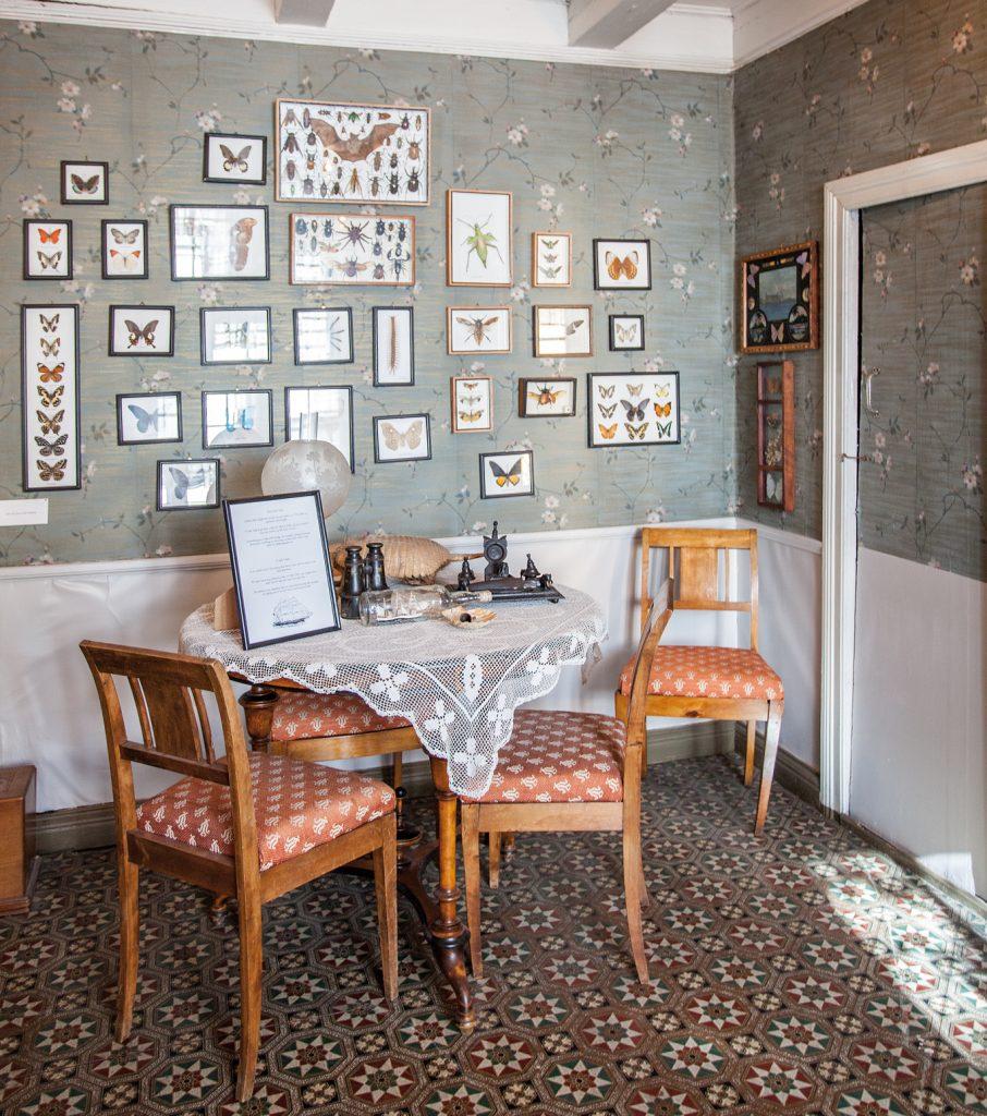 Matrosfamiliens leilighet er innredet som på tidlig 1900-tallet. Original linoleum og gammelt tapet.