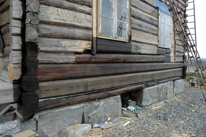 Bunnsvillene og noe av det mest utsatte tømmeret ble behandlet med tjære.